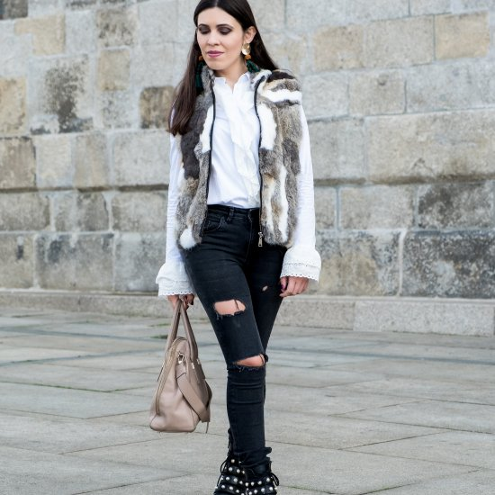 5d889dbb #21991 lefashionaire Ripped jeans and fur vest to fight the cold